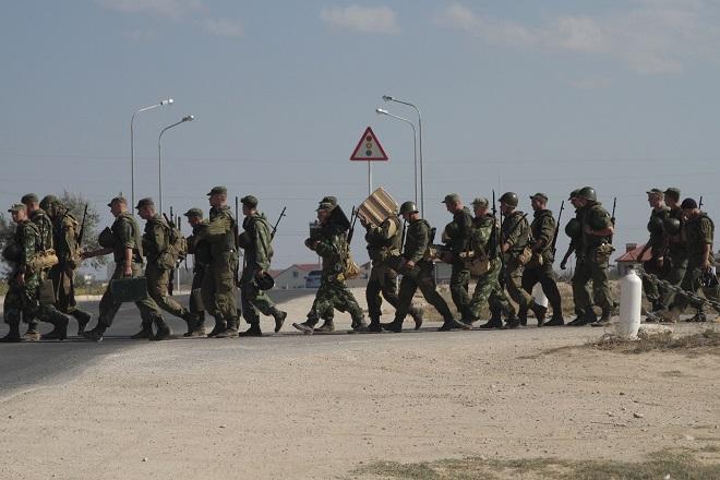 Συγκέντρωση Ρώσων στρατιωτών στα σύνορα της Κριμαίας καταγγέλει το Κίεβο