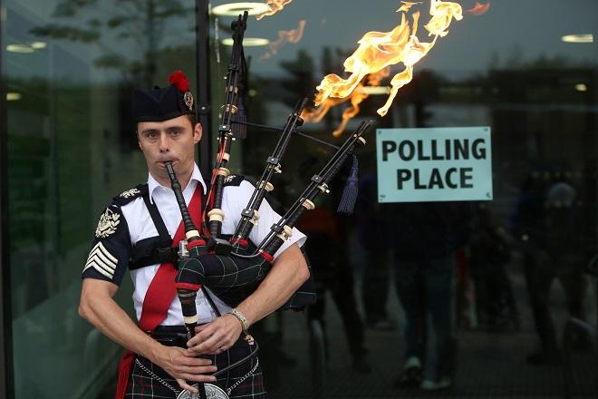 Στις κάλπες οι Σκωτσέζοι – Προβάδισμα στο «όχι» δίνει τελευταία δημοσκόπηση
