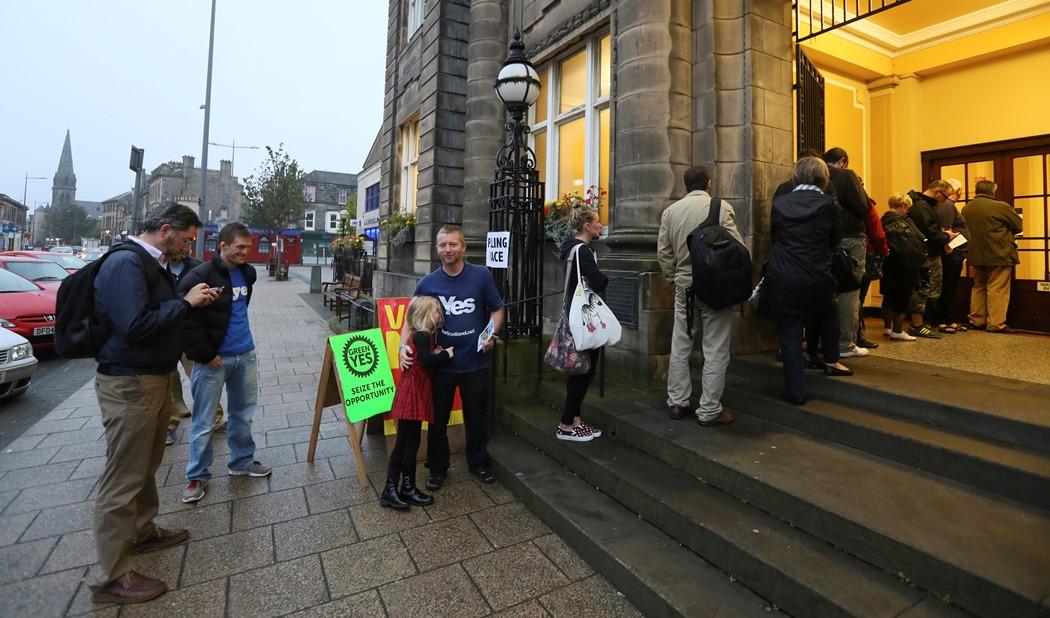 Στις κάλπες οι Σκωτσέζοι για το «ναι» ή «όχι» στην ανεξαρτησία