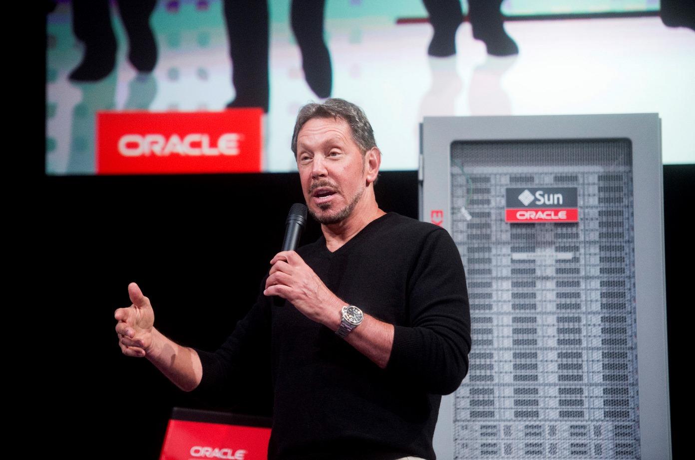 Ο ιδρυτής της Oracle «κρεμάει τα παπούτσια του»