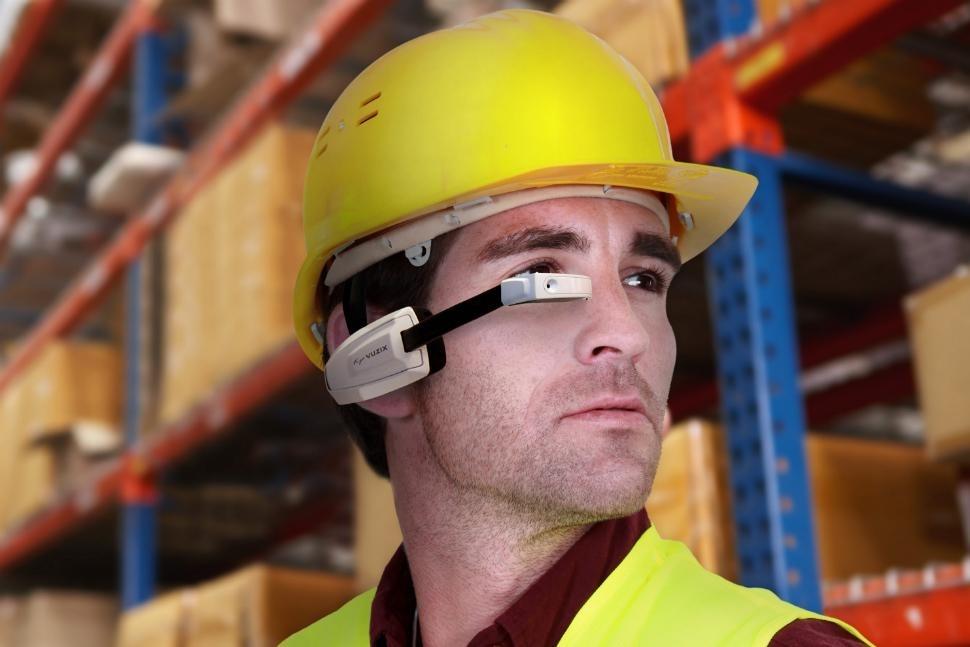 Τα έξυπνα γυαλιά που φιλοδοξούν να νικήσουν τα Google Glass
