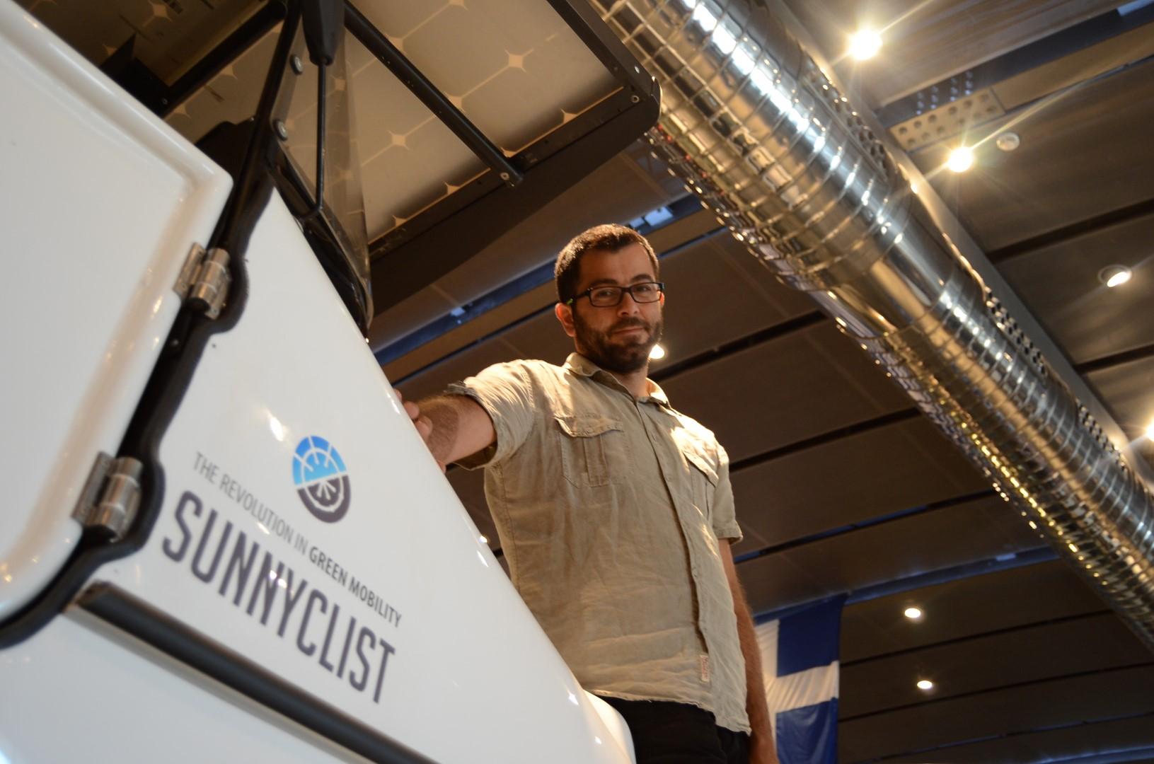 Το πρώτο ηλιακό όχημα παγκοσμίως έχει κάτι από Κρήτη