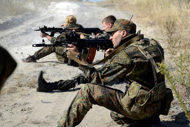 Bloomberg: «Γελοία ιδέα ο κοινός ευρωπαϊκός στρατός»