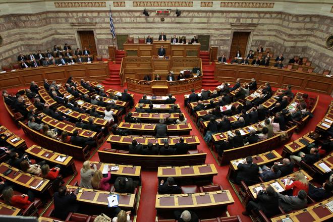 Yπερψηφίστηκε η τροπολογία για τον αναβαλλόμενο φόρο των τραπεζών