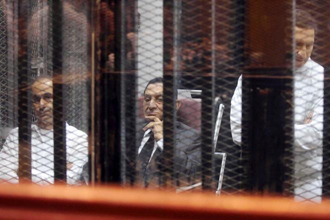 Αναβολή στην ετυμηγορία της δίκης του Χόσνι Μουμπάρακ