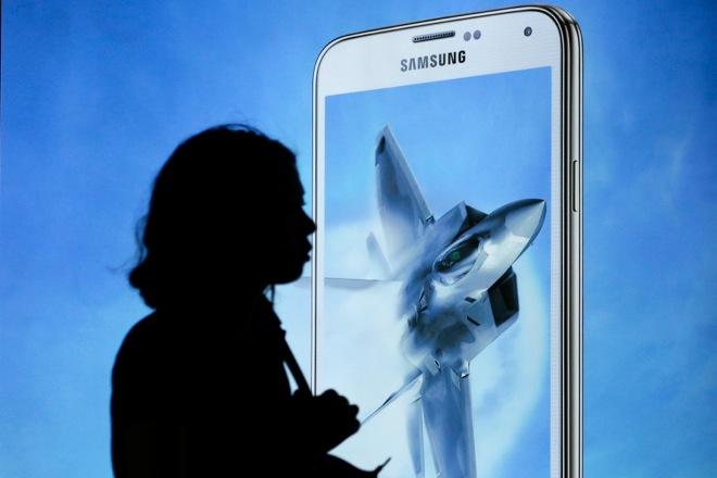 «Πράσινο φως» στη χρήση smartphones και tablets εν ώρα πτήσης