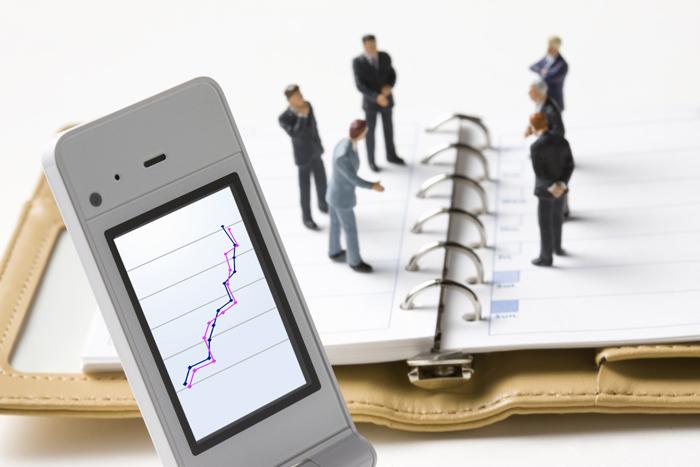 Ernst & Young: Μεγάλη η διάσταση απόψεων CEO και επενδυτών
