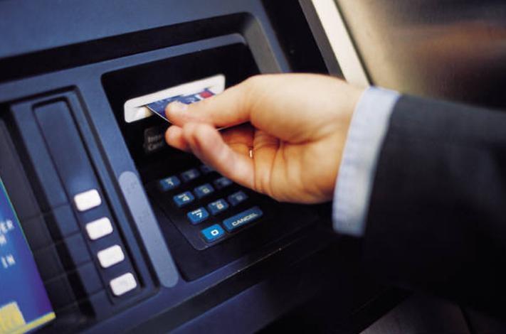 Moody's – JP Morgan: Κίνδυνος για περιορισμό σε αναλήψεις από ΑΤΜ