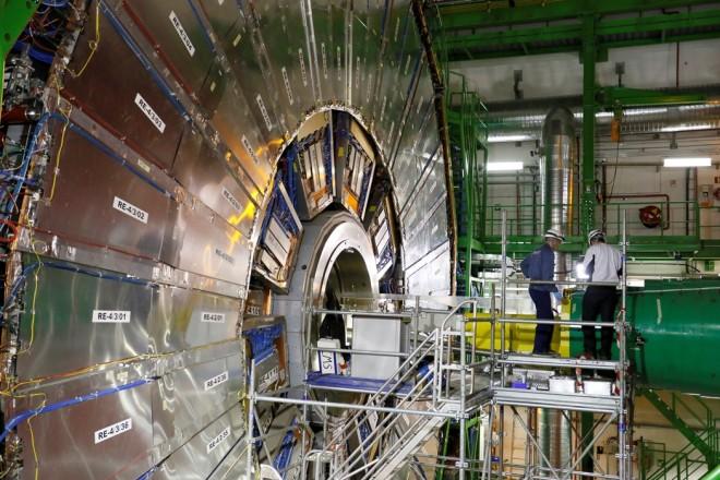 CERN: Εντοπίστηκαν δύο νέα υποατομικά σωματίδια