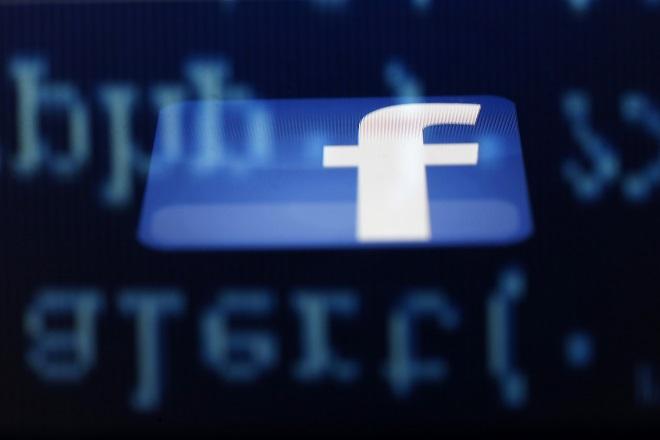 Οι κυβερνήσεις «πολιορκούν» το Facebook