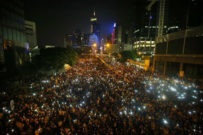 Έτοιμο να «συνδράμει» στην αντιμετώπιση των διαδηλωτών στο Χονγκ Κονγκ δηλώνει το Πεκίνο