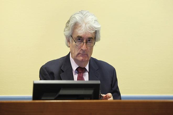 «Έκανα τα πάντα για να αποφύγω τον πόλεμο», δηλώνει στη Χάγη ο Ράντοβαν Κάρατζιτς