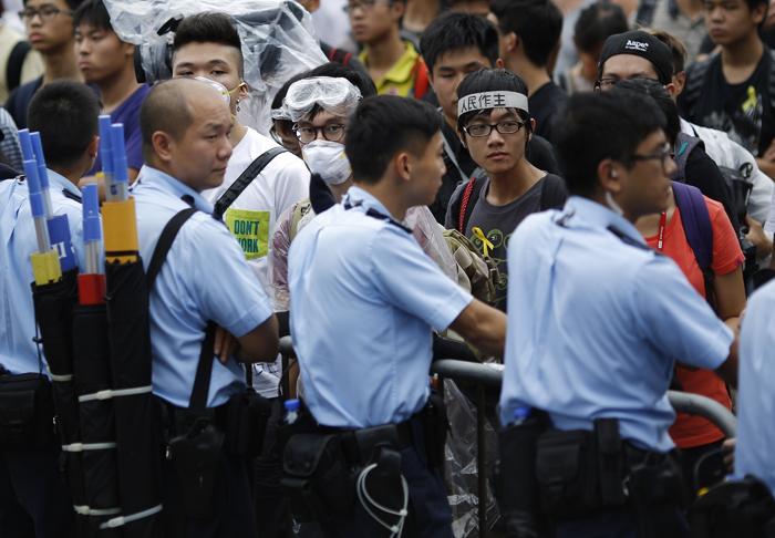 Δεν παραιτείται ο κυβερνήτης του Χονγκ Κονγκ