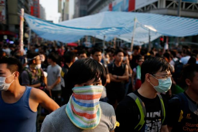 Ένταση και συμπλοκές στο Χονγκ Κονγκ – Ανυποχώρητες και οι δύο πλευρές