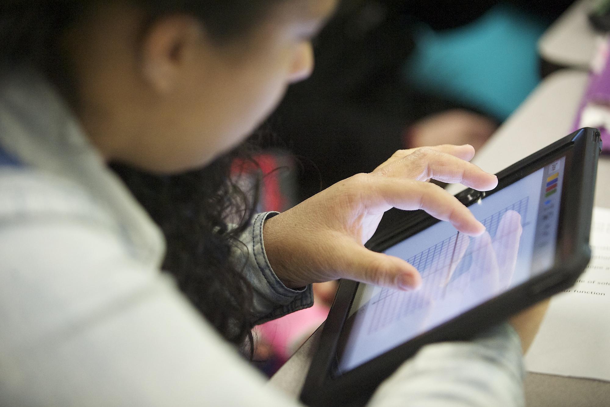 Δραστικά μέτρα για τις ανεπαρκείς ψηφιακές δεξιοτήτες μαθητών και εκπαιδευτικών