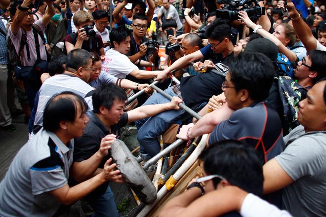 Κλιμακώνεται η βία στο Χονγκ Κονγκ