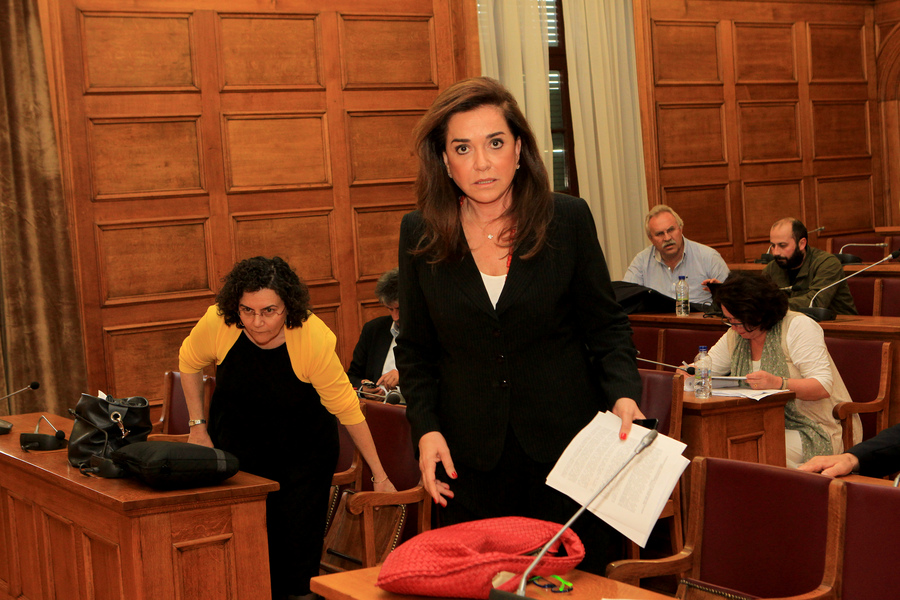 Nτ. Μπακογιάννη: Λάθος ο ΕΝΦΙΑ και η απουσία Σαμαρά από τη βουλή
