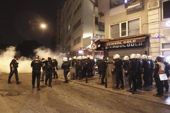 Εν βρασμώ η Τουρκία – Δώδεκα νεκροί από τις συγκρούσεις κατά τη διάρκεια της νύχτας