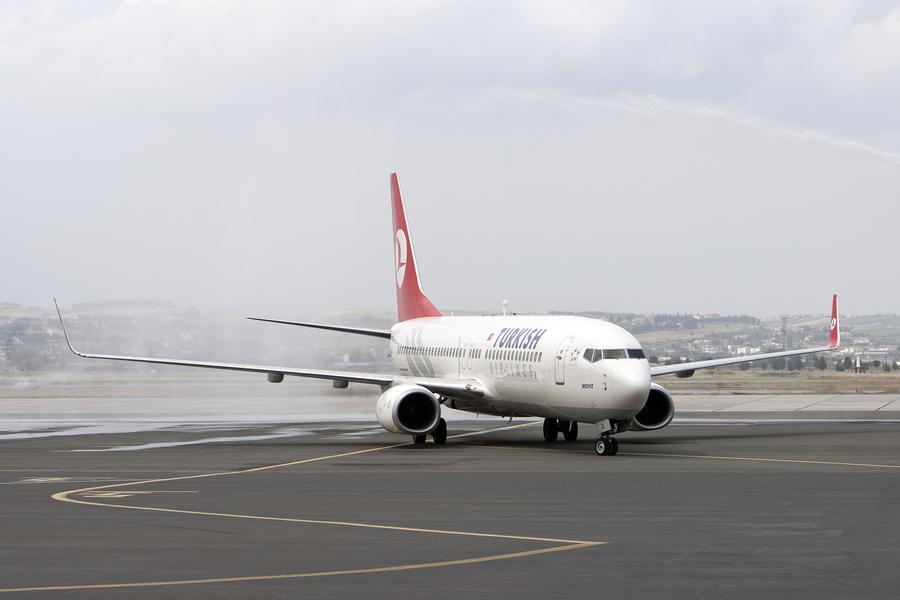 Τρεις δεσμευτικές προσφορές για 14 περιφερειακά αεροδρόμια