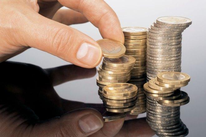 Πάταξη της φοροδιαφυγής και μείωση φόρων ζητούν οι Έλληνες