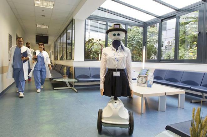Το ρομπότ που υποδέχεται τους ασθενείς του «ΥΓΕΙΑ»