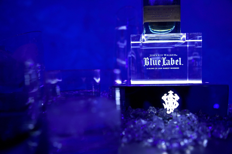 Ένα μαγικό ταξίδι παρέα με ένα ποτήρι JOHNNIE WALKER BLUE LABEL