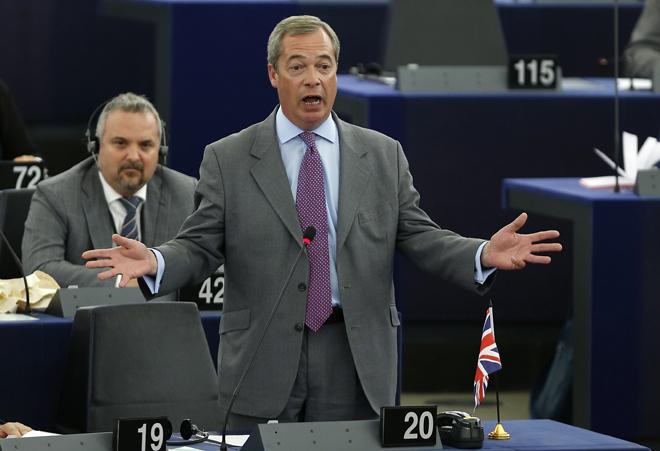 Παραιτήθηκε ο Φάρατζ από την προεδρία του UKIP