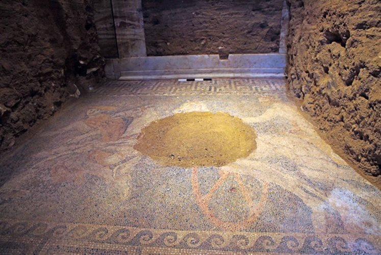 Περιήγηση στον τάφο της Αμφίπολης με τη βοήθεια της τεχνολογίας