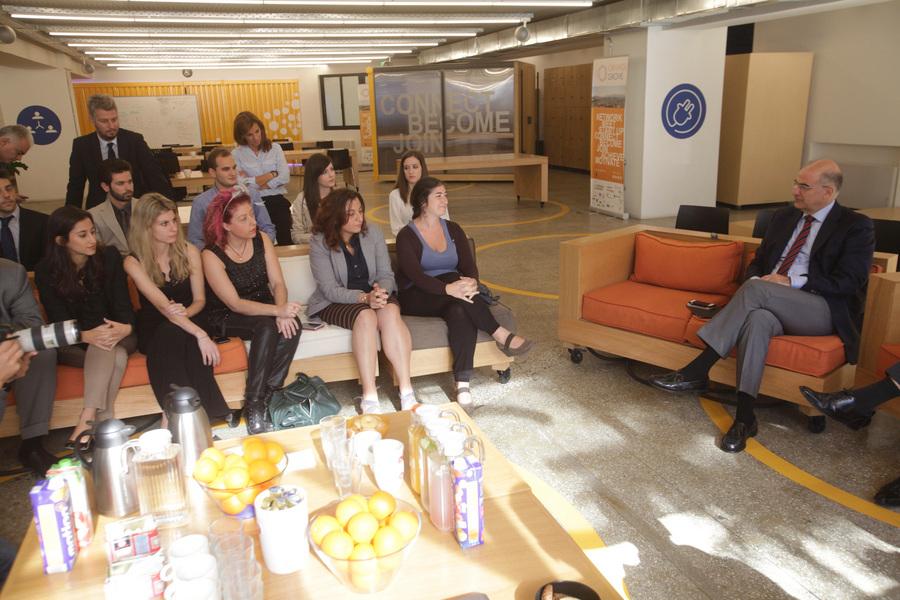 Τα προβλήματα των startups παρουσίασαν νέοι επιχειρηματίες στον Νίκο Δένδια