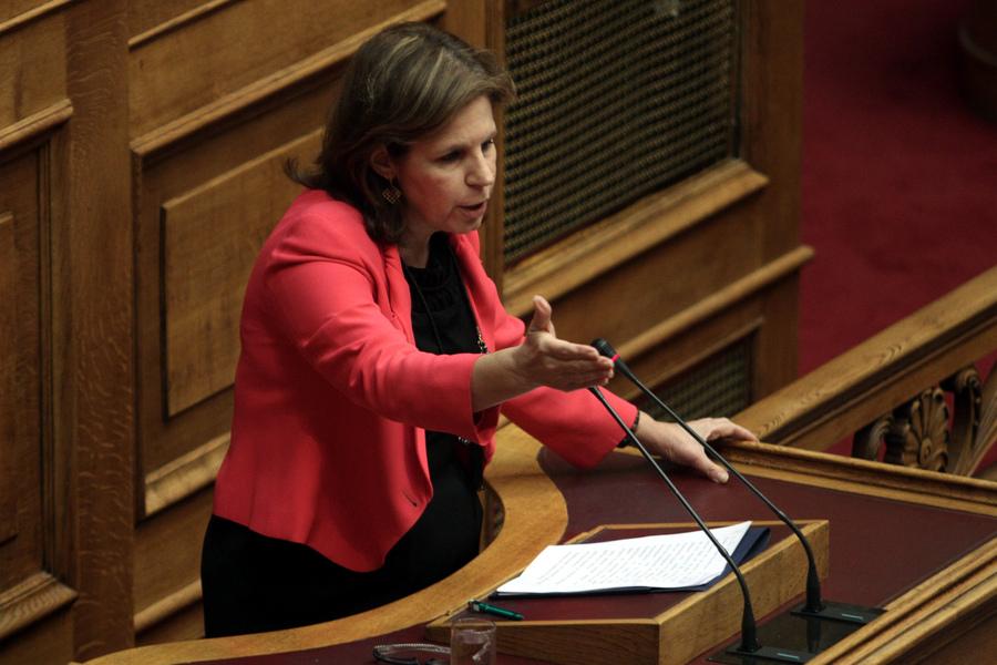 «Η κυβέρνηση δεν συνδέει την αξιολόγηση με απολύσεις»