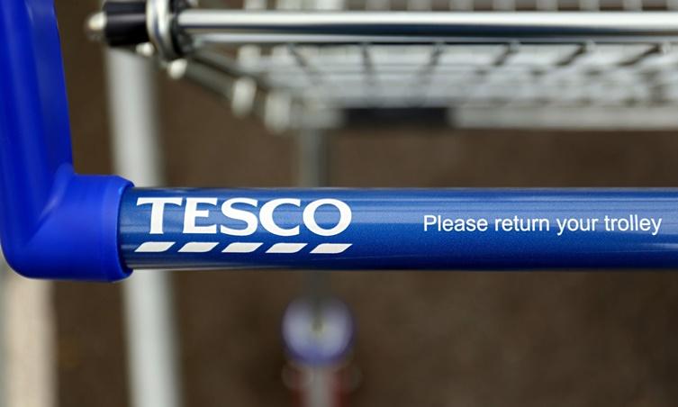 Tesco: Αύξησε κατά 30% τα λειτουργικά της κέρδη