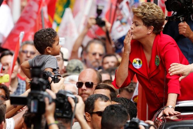 Μάχη μέχρις εσχάτων προβλέπεται στις σημερινές εκλογές στη Βραζιλία