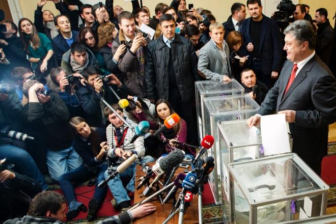 Νίκη του κυβερνητικού συνασπισμού δείχνουν τα exit polls στην Ουκρανία