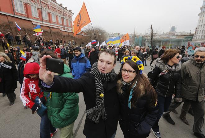 Ρωσία: Οι selfies ευθύνονται για την… εξάπλωση των ψειρών!