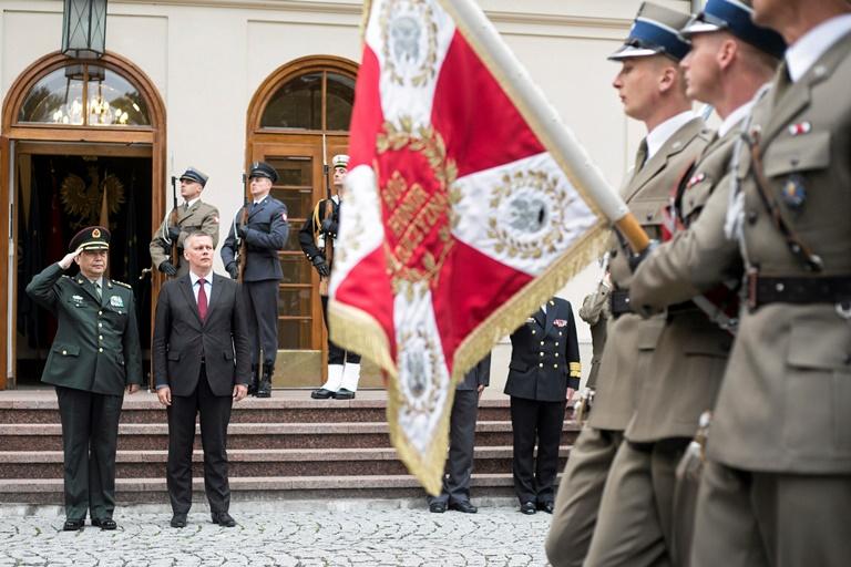 Η Βαρσοβία ενισχύει τις στρατιωτικές δυνάμεις της στα ανατολικά σύνορά της
