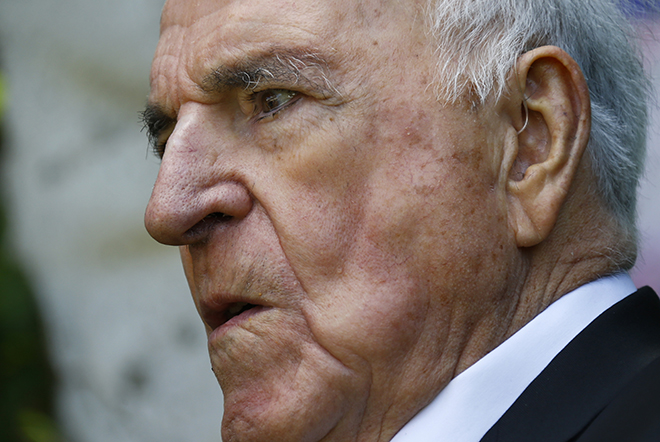 «Καρφιά» Χέλμουντ Κολ κατά Σρέντερ για την είσοδο της Ελλάδας στην Ευρωζώνη
