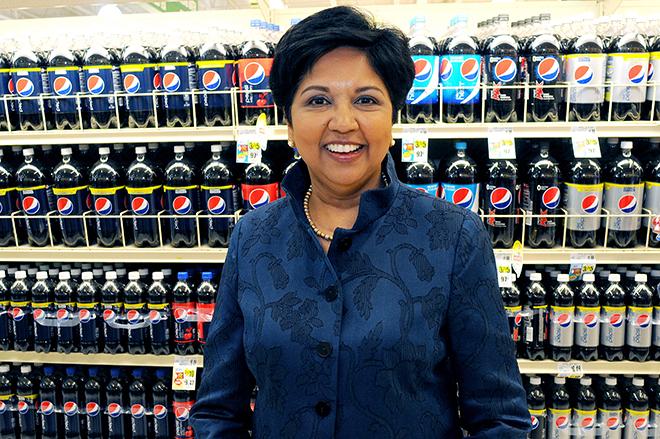 Αποχωρεί από το «τιμόνι» της PepsiCo η Indra Nooyi – Ποιος θα την αντικαταστήσει;