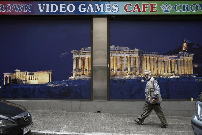 Eurostat: Κοντά στο όριο της φτώχειας τουλάχιστον ένας στους τρεις Έλληνες