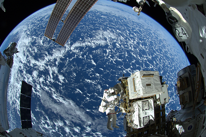 Να ιδιωτικοποιήσει τον Διεθνή Διαστημικό Σταθμό και να στείλει αστροναύτες στον Άρη θέλει ο Τραμπ