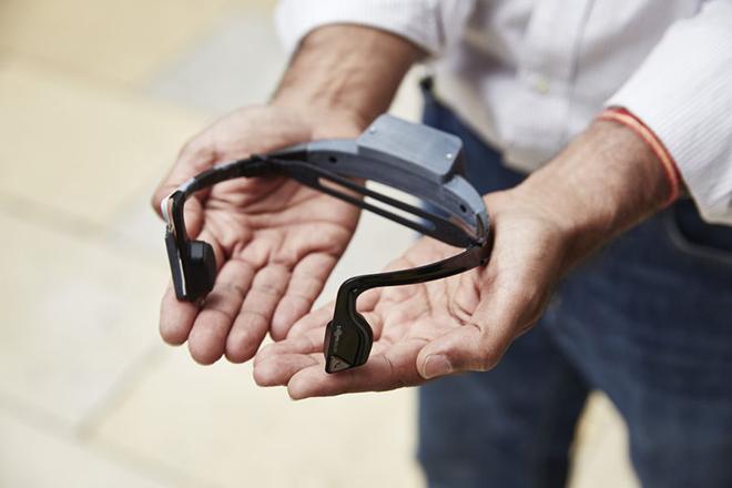 «Έξυπνα» ακουστικά κάνουν του τυφλούς να «βλέπουν»