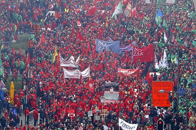 Περισσότεροι από 130.000 άτομα διαδήλωσαν κατά της λιτότητας στις Βρυξέλλες