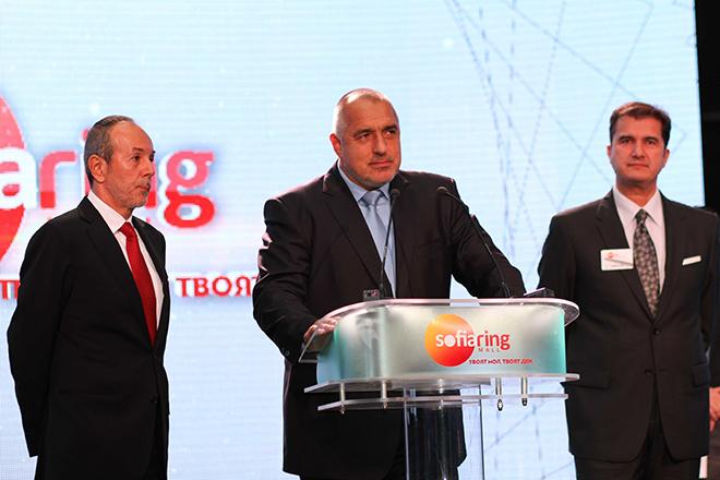 O Πρωθυπουργός της Βουλγαρίας, κ. Boyko Metodiev Borisov (κέντρο), ο Πρόεδρος & Διευθύνων Σύμβουλος του Ομίλου Danaos, κ. Γιάννης Κούστας (αριστερά) και ο Πρόεδρος του Ομίλου Fourlis, κ. Βασίλης Φουρλής (δεξιά)