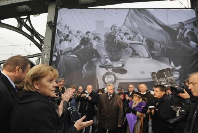 «Θαύμα» η ειρηνική πτώση του Τείχους για τη Μέρκελ