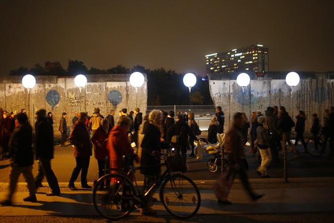 Εγκαταστάσεις από το Τείχος του Βερολίνου στο eΒay