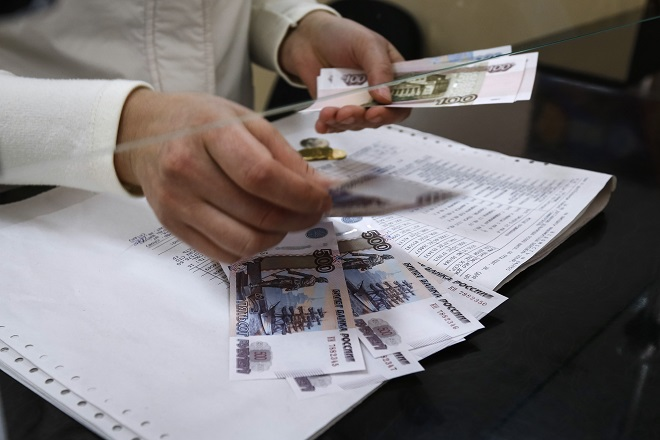 A cashier counts a pension payment in Russian roubles, in a post office at the Crimean city of Simferopol