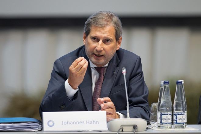 Χαν: Η Ελλάδα κινδυνεύει να χάσει κονδύλια 2 δισ. ευρώ