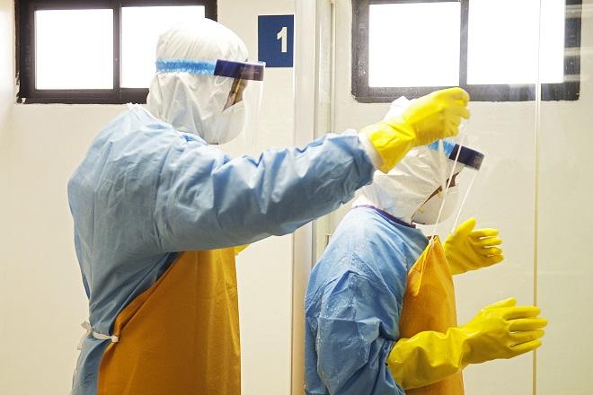 Κλινικές δοκιμές κατά του Έμπολα στην Αφρική από τους Γιατρούς Χωρίς Σύνορα