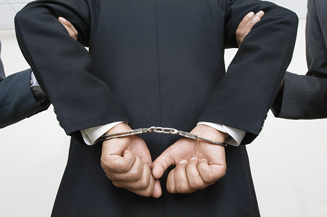 Συνελήφθησαν εκδότης και δύο δημοσιογράφοι για εκβιασμούς τραπεζών, ΔΕΚΟ και επιχειρήσεων