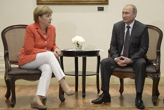 O Βλαντιμίρ Πούτιν εξομολογείται: «Η Άνγκελα μου στέλνει τακτικά μπίρα»