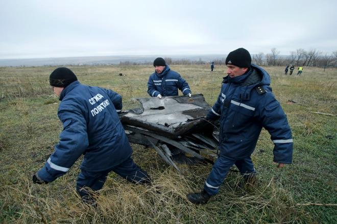 Μεταφέρονται τα συντρίμμια του αεροσκάφους της Malaysian από την Ουκρανία
